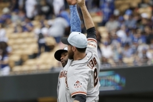 Giants get their blue on in victory at Dodger Stadium