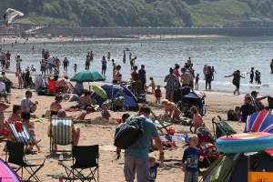 Mini-heatwave to bask UK in temperatures up to 28C