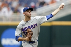 That's Kowar with a K: 13 in Gators' 6-1 CWS win over Texas