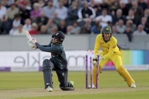 England beats Australia by 6 wickets to lead ODI series 4-0