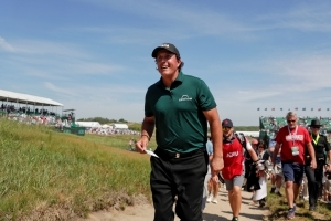 Phil Mickelson hopes 'we'll all be able to laugh about' US Open penalty