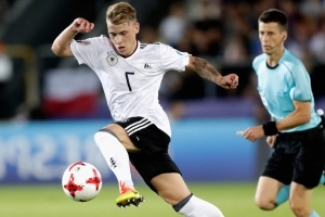 Liverpool miss out on Meyer deal due to wage demands