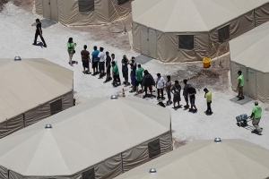 Watchdog to investigate child migrant housing facilities