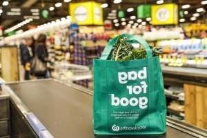 77370cd572 Australia: Coles backs down on giving out reusable bags for free ...