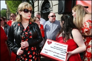 Terminally-ill Emma Mhic Mhathúna settles case against HSE and US laboratory for €7.5m