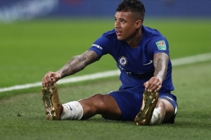 Chelsea in talks with Newcastle over £20m Kenedy deal