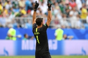 Chelsea in talks with agents as they offer Alisson better deal than Madrid