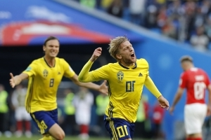 Forsberg delivers, Sweden reaches World Cup quarterfinals