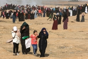 Thousands of Palestinian women rally on Gaza-Israel border