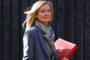 Work and Pensions Secretary Esther McVey apologises for misleading Parliament as pressure grows on her to resign