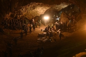 Thai cave rescue: Round trip to see boys takes 11 hours