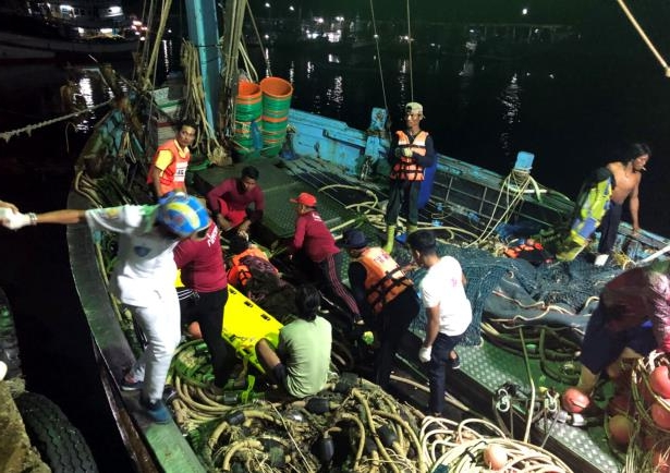 In this photo released by the Thailand Royal Police, rescued tourists from a boat that sank are helped onto a pier from a fishing boat Thursday, July 5, 2018, on the island of Phuket, southern Thailand. A boat carrying dozens of Chinese tourists overturned in rough seas off southern Thailand and dozens of passengers were unaccounted for, the Phuket governor said. (Thailand Royal Police via AP)