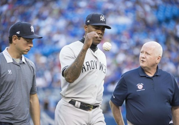 Yankees reliever Aroldis Chapman leaves the mound with a recurrence of left knee tendinitis in the ninth inning of Saturday's game against the Blue Jays.