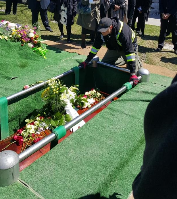 Canada: 'We feel cheated': Funeral home charged $1,000 for