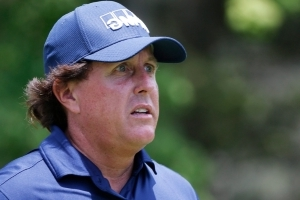 Phil Mickelson breaks rules again, this time at Greenbrier