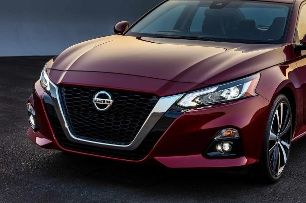 Slide 43 of 120: 2019-Nissan-Altima-front-view.jpg
