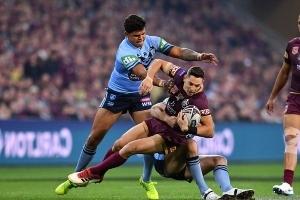 New South Wales steals surprise lead just before halftime despite Queensland's strong start in State of Origin III