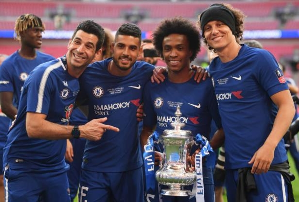 David Luiz Moreira Marinho et al. posing for the camera: Laurence Griffiths/Getty Images Sport