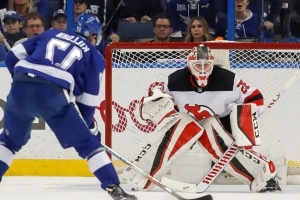 Devils' Schneider continues injury rehab, may miss start of season