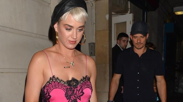 Katy Perry dating liv