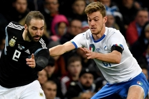 Chelsea open talks over double swoop for Gonzalo Higuain and Daniele Rugani