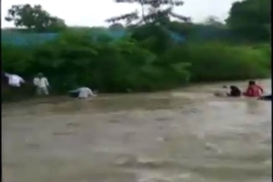 Mumbai rain: Remarkable rescue of four of family minutes before their car got washed away - Video