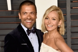 Mark Consuelos Says Wife Kelly Ripa Knows More About 'Riverdale' Season 3 Than He Does (Exclusive)