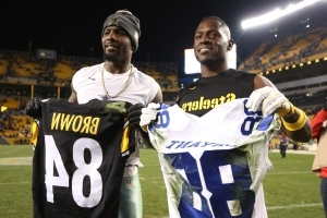 Sport Antonio Brown Hits Up Dez Bryant On Twitter To Sign