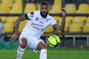 OFFICIEL : Yann M'Vila prolonge à Saint-Étienne