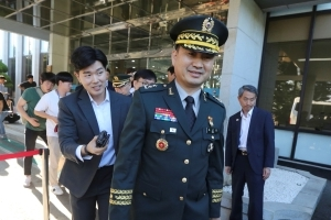 Rival Koreas' generals discuss easing military confrontation