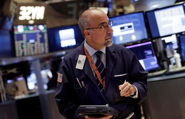 Futures point to a slightly lower open as investors await jobs report