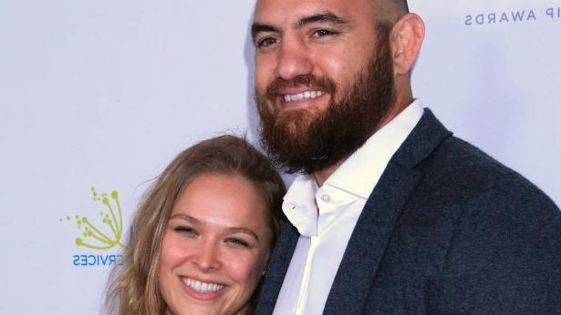 Travis Browne, Ronda Rousey are posing for a picture