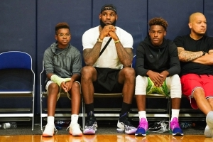NBA players, other athletes come to defense of LeBron after Trump tweet