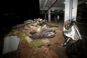 Powerful quake rocks Indonesia's Lombok island, 39 dead