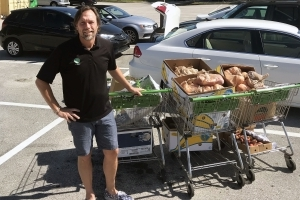 This High School Teacher Quit His Job to Deliver Groceries. Now He's Making $100,000 a Year