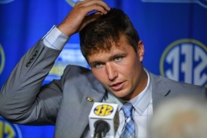 Missouri QB Lock apologizes for insensitive tweets
