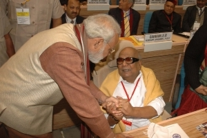 PM Modi pays tribute to Karunanidhi with 4 photos, 4 tweets