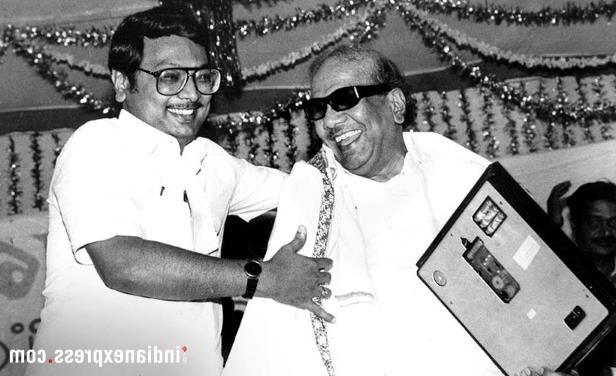 Slide 10 of 15: Karunanidhi with son Azhagiri (Express archive photo)