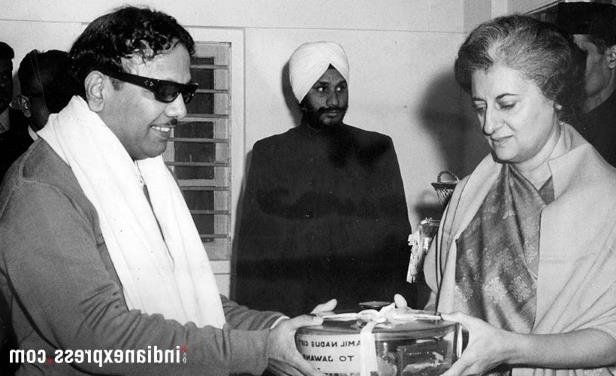 Slide 15 of 15: M Karunanidhi handing over a container containing valuables for Jawans of Indian Army to former prime minister Indira Gandhi. (Express archive photo)