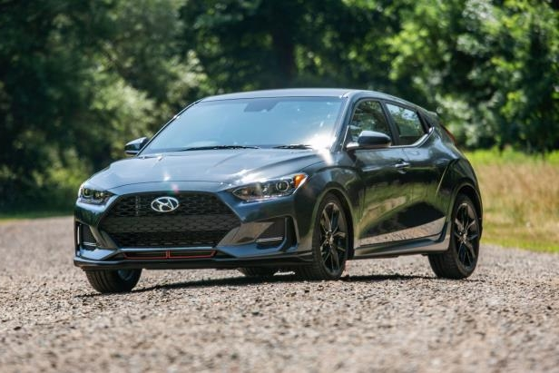 Reviews: 2019 Hyundai Veloster Turbo: Fleet and fun in a
