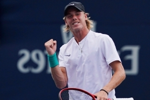 Shapovalov into third round at Rogers Cup