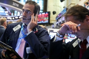Dow set to sink at the open as politics, trade woes keep investors on edge