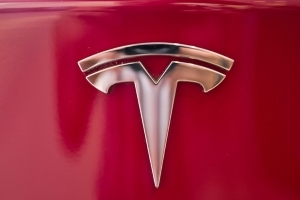 Tesla shares fall 5% on Wall St. skepticism, SEC probe reports