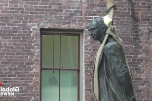 John A. Macdonald statue removed from Victoria City Hall to cheers and jeers