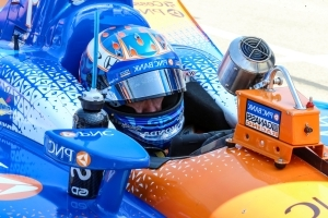 IndyCar leader Dixon signs extension with Ganassi