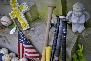 70 years after Babe Ruth's death, fans still flock to grave