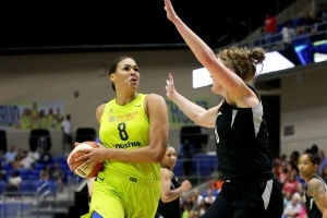 Cambage has 43 points, Wings clinch final WNBA playoff spot