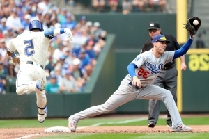 Kershaw's 150th win, Turner's 5 RBIs help Dodgers rout Mariners 12-1