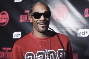 Yes, Snoop Dogg's Upcoming Cookbook Will Have a Gin and Juice Recipe