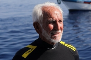 95-Year-Old Veteran Sets Record As World's Oldest Scuba Diver